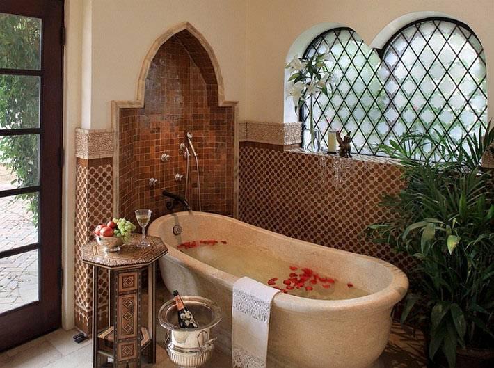 Ванна из камня в марокканском дизайне ванной комнаты фото