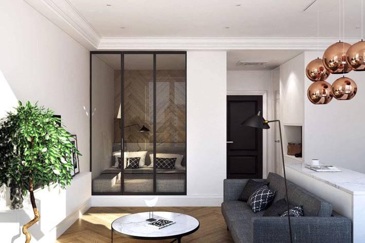 Кровать в нише за стеклянной перегородкой в однокомнатной квартире фото
