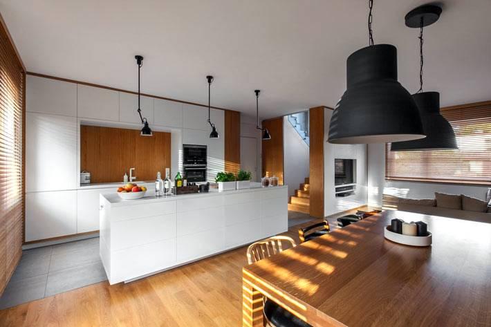 Дизайн дома в сочетании белого цвета и натуральных материалов в Польше фото
