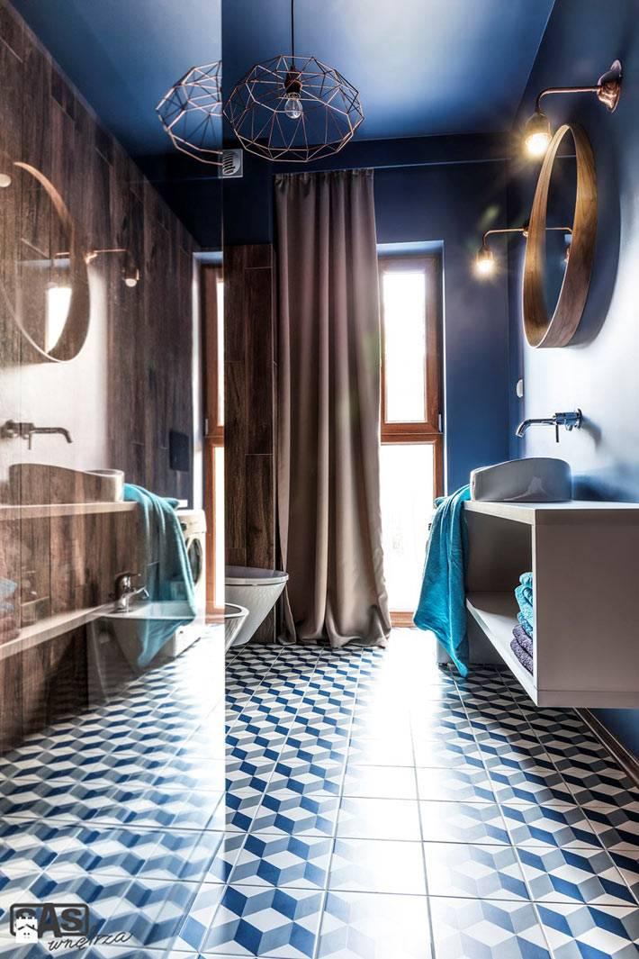 Необыкновенная ванная комната с круглым зеркалом в деревянной раме фото