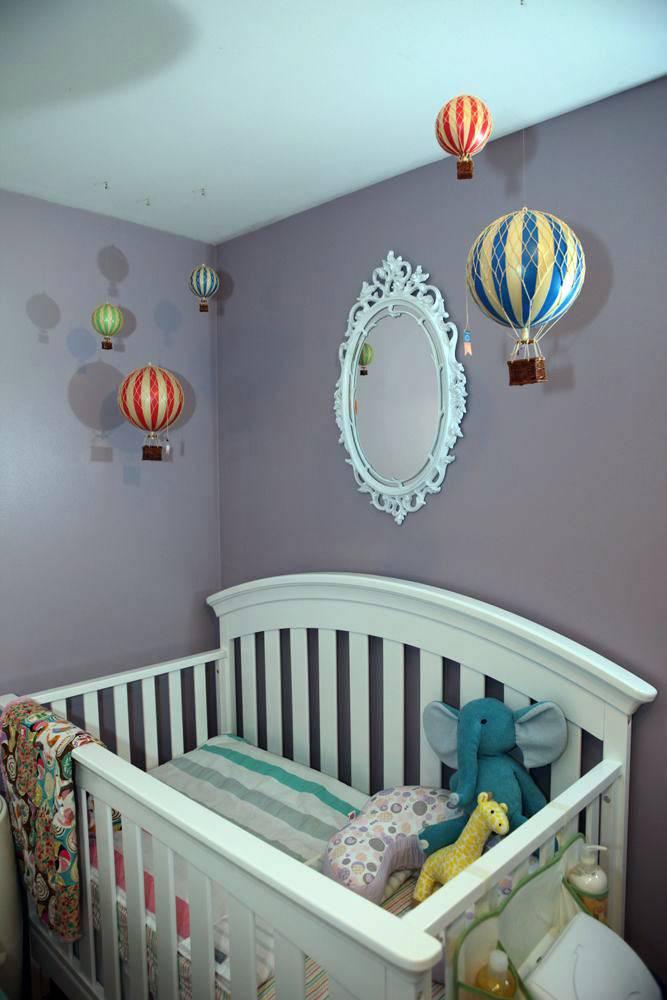 Серые стены в детской в сочетании с воздушными шарами фото