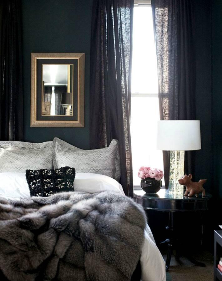 Темные цвета в оформлении спальни делает её очень уютной фото