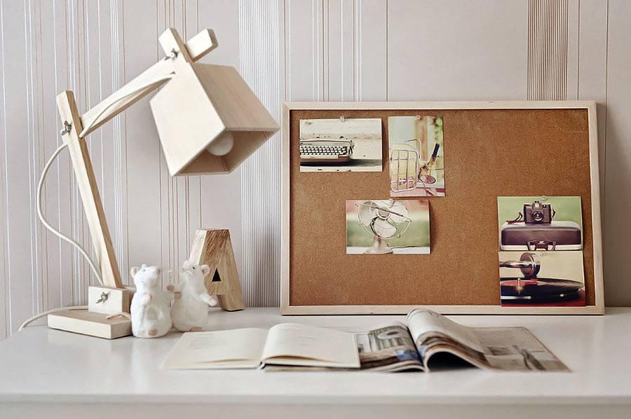 Авторская деревянная настольная лампа для детской комнаты фото