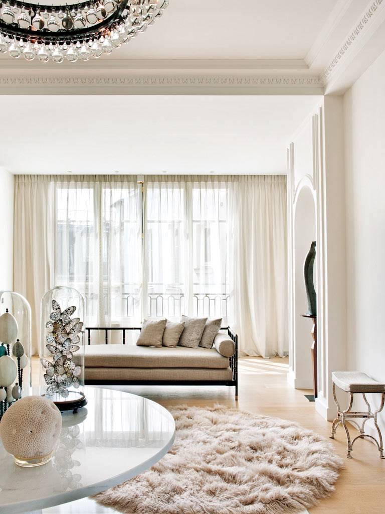 светло-бежевые цвета в дизайне интерьера квартиры в Париже