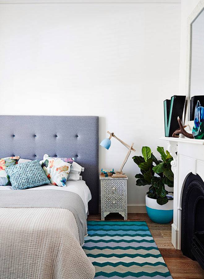 Дизайн спальни с ковром от Fenton&Fenton фото