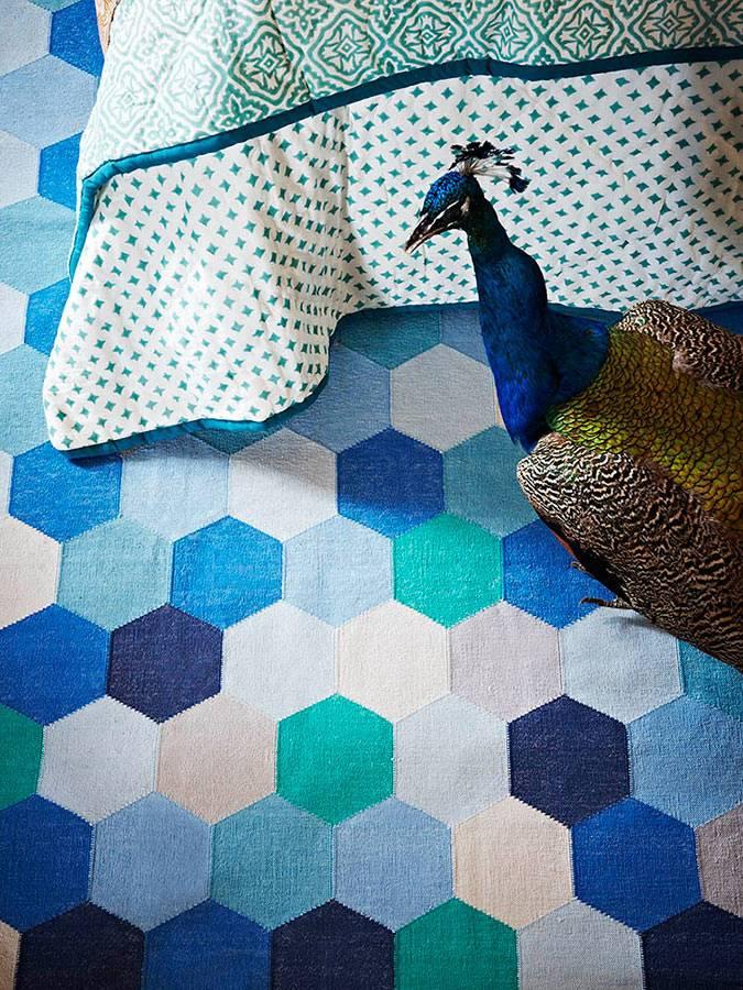 Печворк на ковре в дизайне спальни фото
