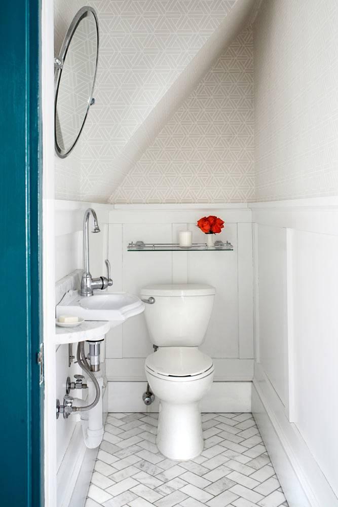Дизайн маленькой туалетной комнаты, которая находится возле кухни фото