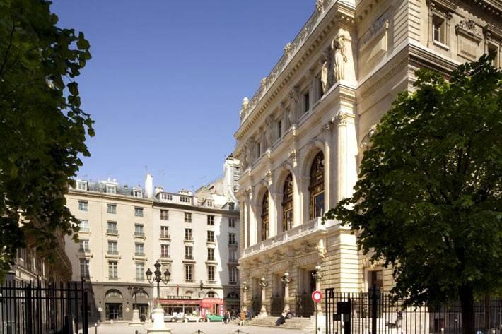 Грандиозное здание отеля La Maison Favart во Франции фото