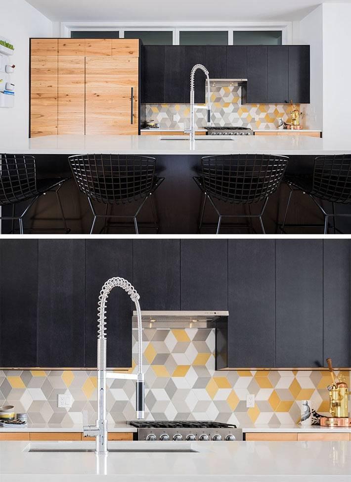 Неяркая плитка кухонного фартука на фоне черной кухонной мебели фото