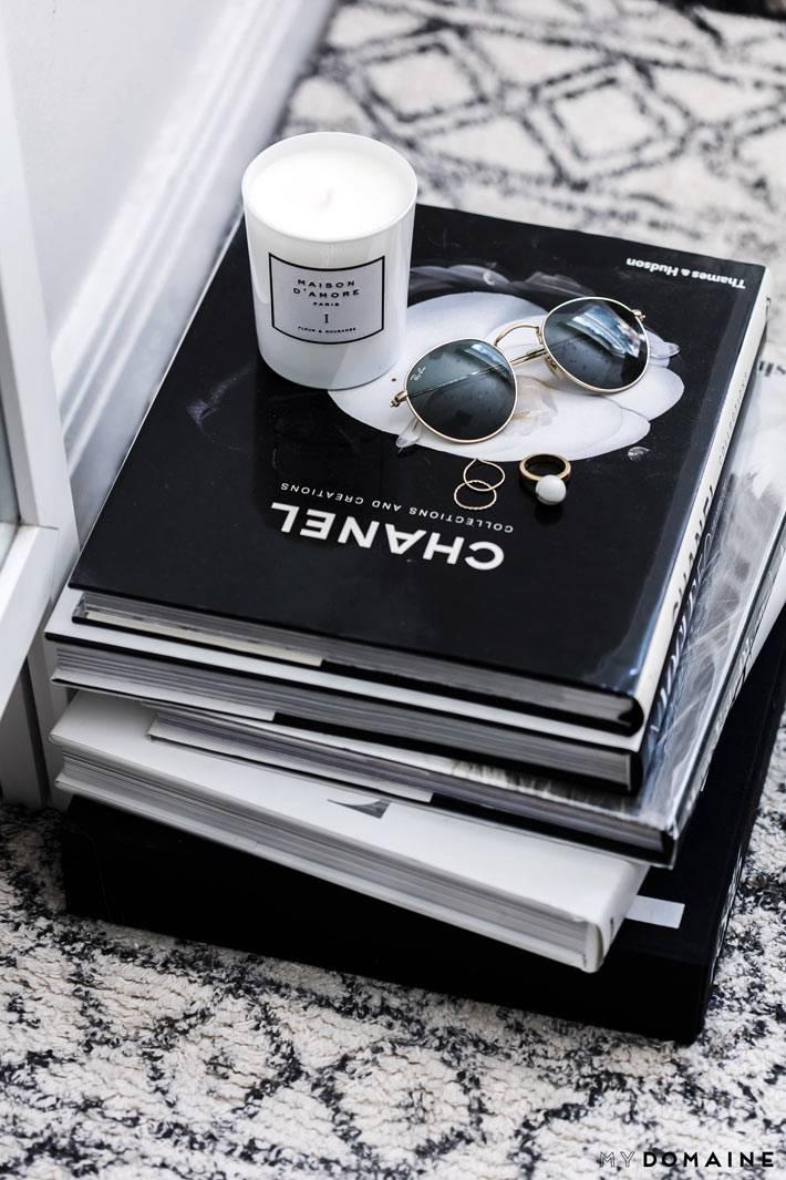 Черно-белый декор дома для стильной девушки фото