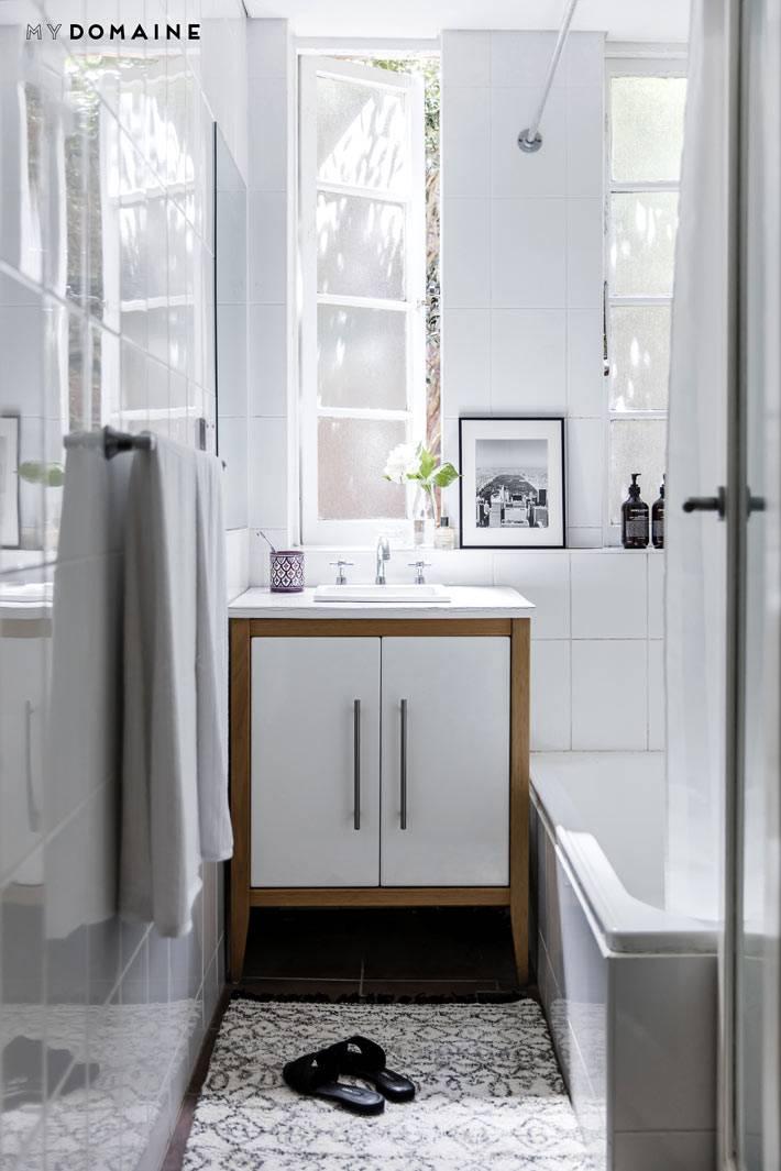 большие окна - преимущество в дизайне ванной комнаты