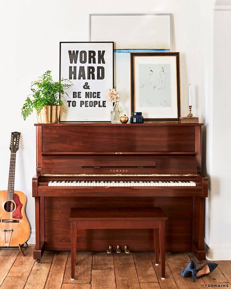 пианино как декор гостиной комнаты фото