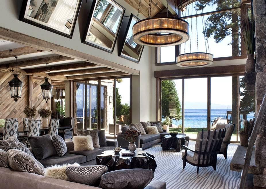Большие панорамные окна и высокие потолки в загородном доме на озере фото
