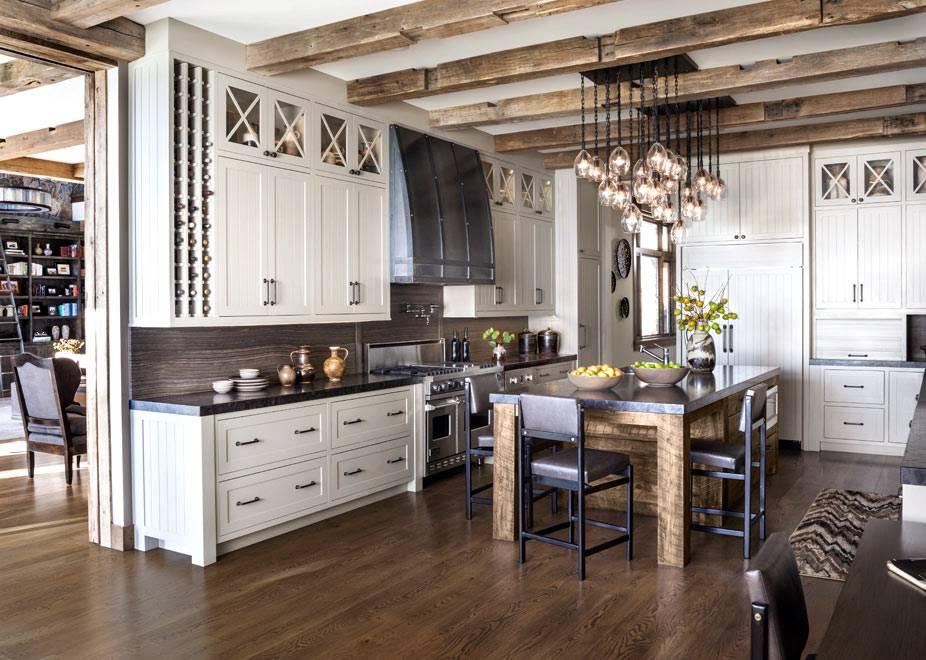 интерьер большой кухни из натуральных материалов фото