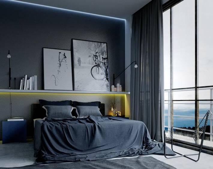 простая спальня в черном цвете с большим окном