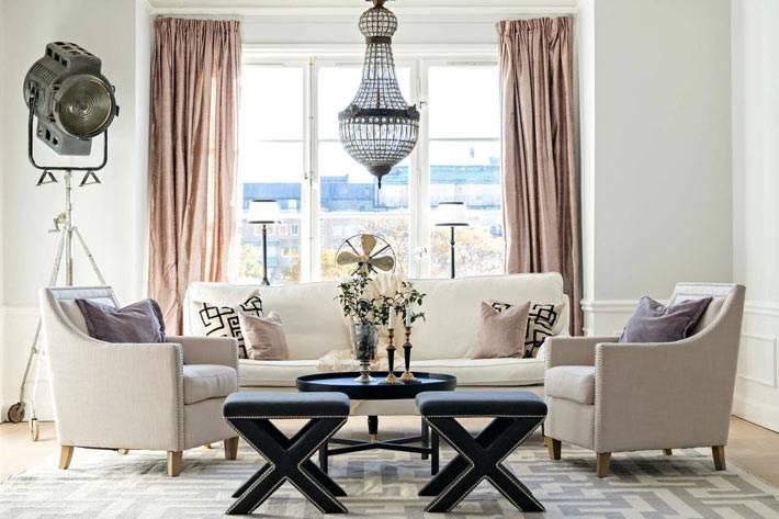 Скиндинавский стиль гостиной комнаты с прожектором фото