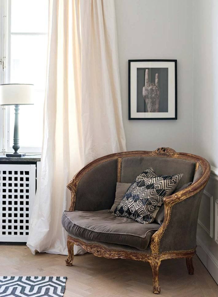 красивое винтажное кресло в интерьере спальни фото