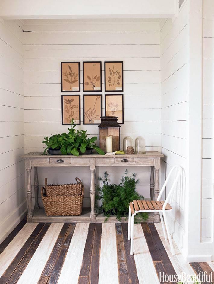 Интерьер в стиле прованса с полосатым полом фото