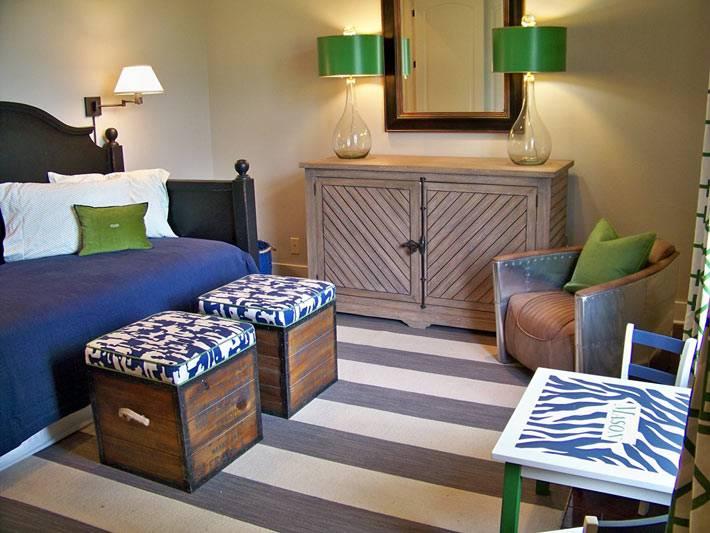 Полоски серого и белого цвета в дизайне спальни фото