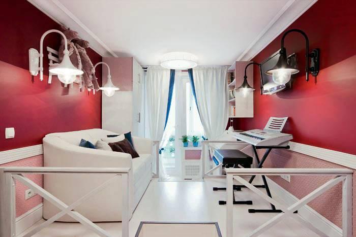 белая мебель на фоне красных стен в интерьере подростковой комнаты