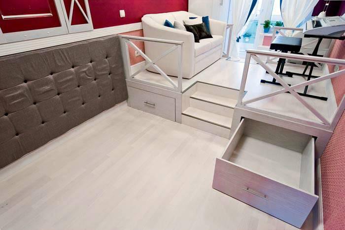 подиум с ящиками и выдвижной кроватью фото