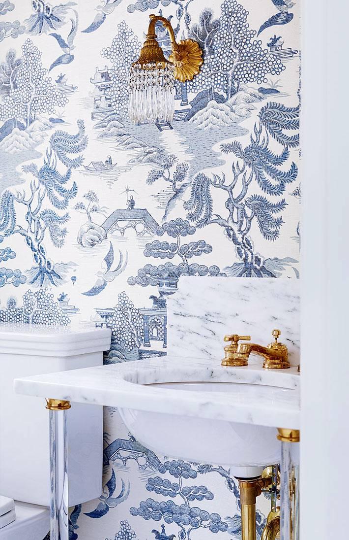 Китайские узоры на стене в интерьере санузла фото