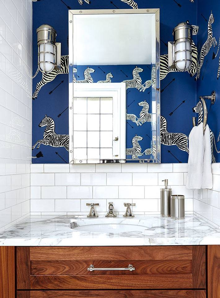 Мраморная раковина в интерьере ванной фото
