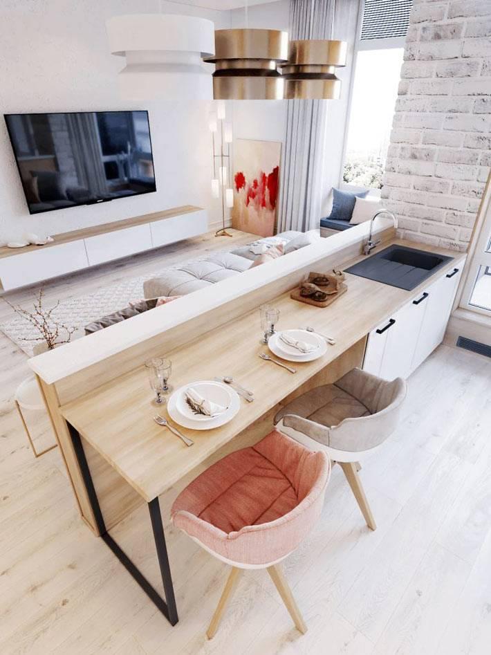 Открытое пространство квартиры-студии с совмещенной кухней и гостиной