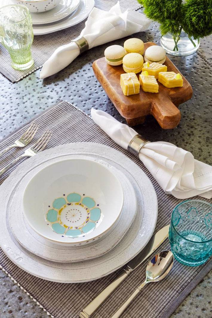 сервировка обеденного стола красивой посудой фото