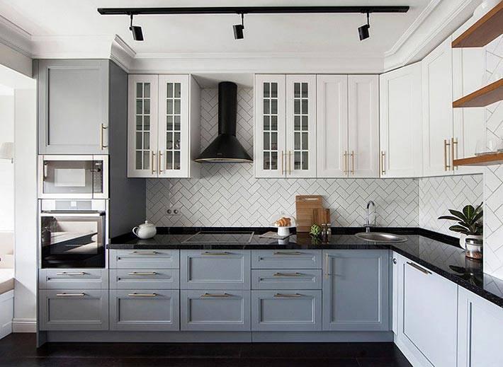 серый низ и белый верх кухонной мебели фото