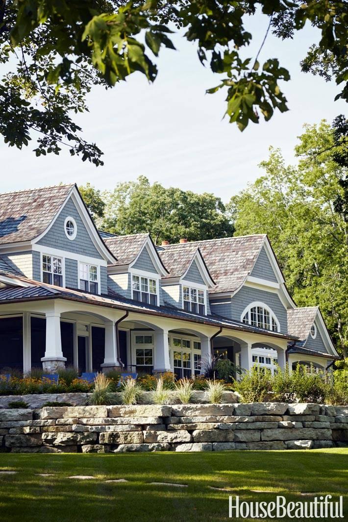 серый фасад загородного дома в Висконсине фото