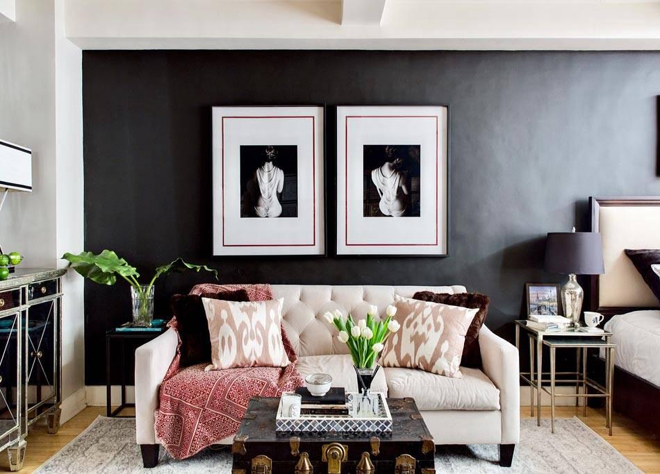 однокомнатная квартира-студия с черными стенами