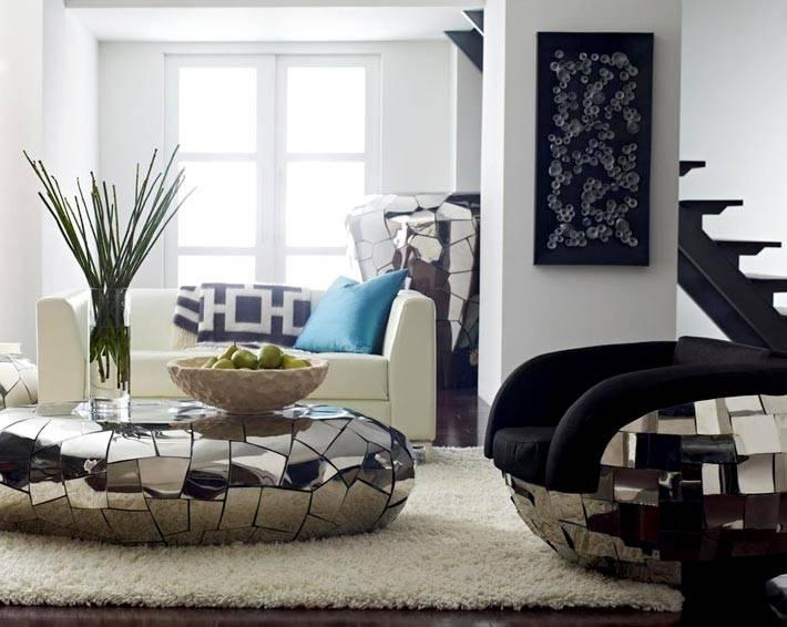 зеркальная мебель изогнутой формы - кресло и журнальный стол