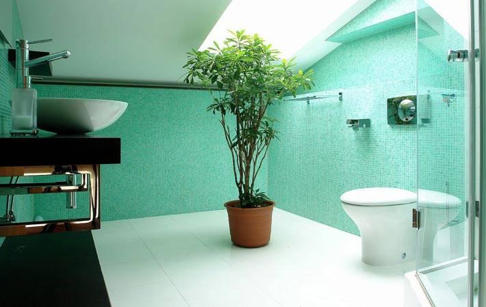 мансардная бирюзовая ванная комната фото
