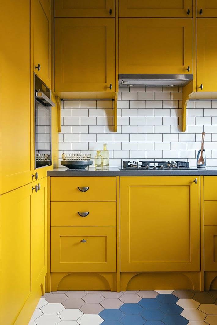 желтая кухня в интерьере квартиры от нади зотовой
