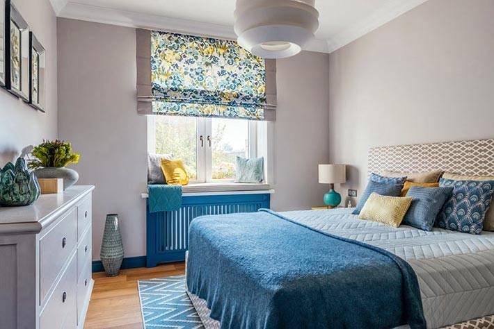 интерьер спальни в мягком сером цвете фото