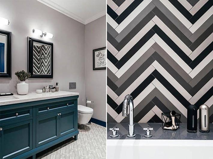 синяя тумба под раковину в сером интерьере ванной комнаты