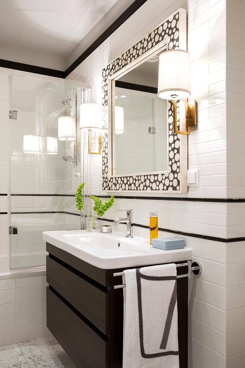 дизайн ванной комнаты с зеркалом в красивой раме