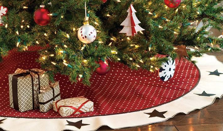 коврик под елку красный в белый горошек фото