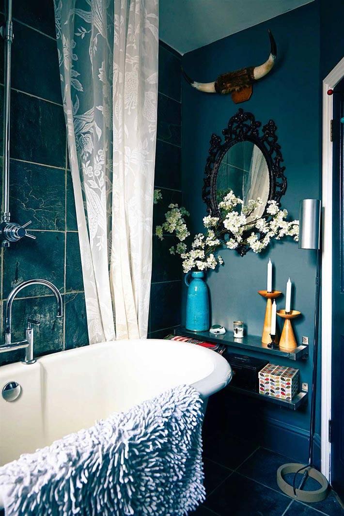 интерьер ванной в темно-синем цвете фото
