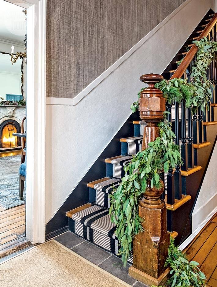 зеленые гирлянды для украшения лестницы фото