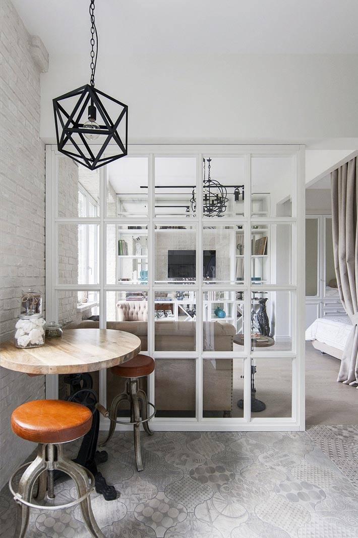 межкомнатная стеклянная перегородка в квартире