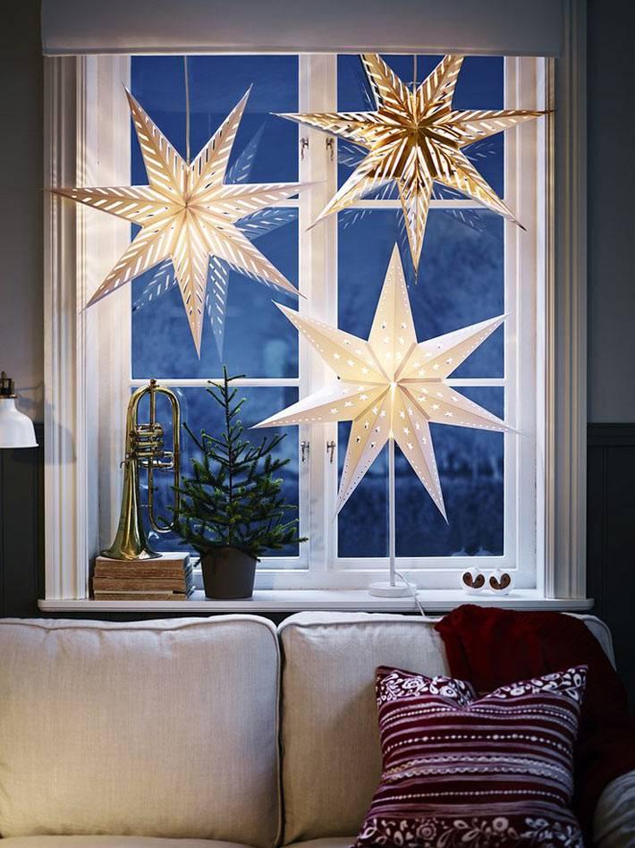 новогоднее украшение окон бумажными звездами