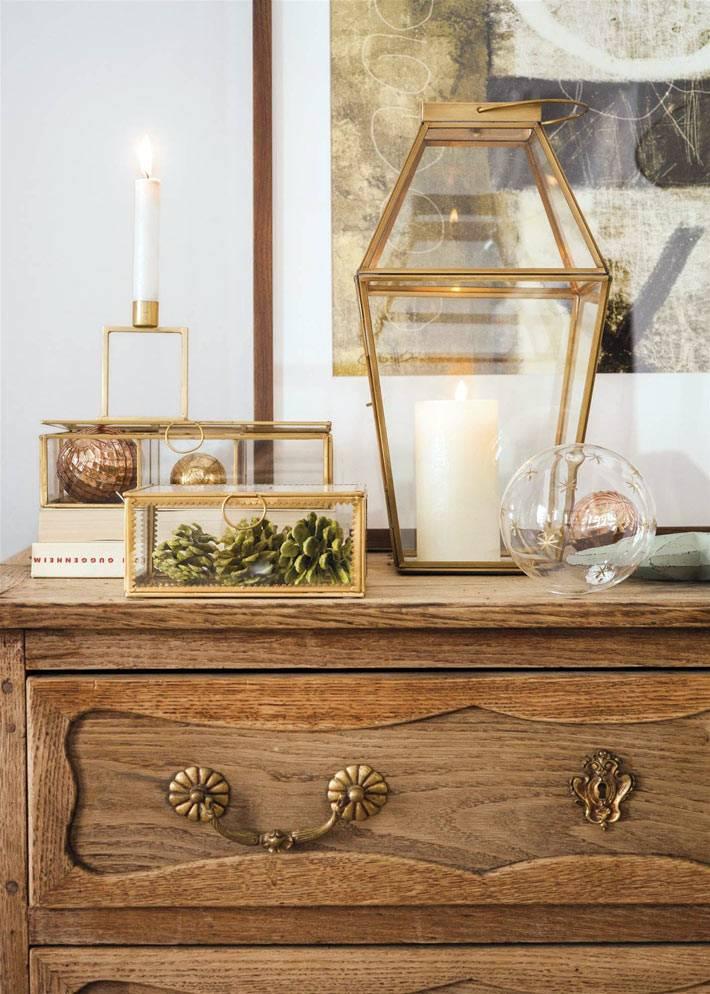 золотые подсвечники и шкатулки в интерьере испанского дома