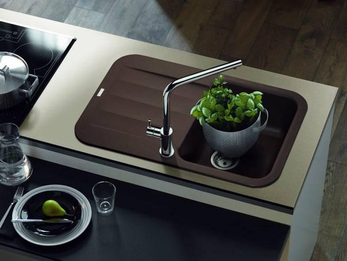 коричневая встроенная мойка на кухню фото