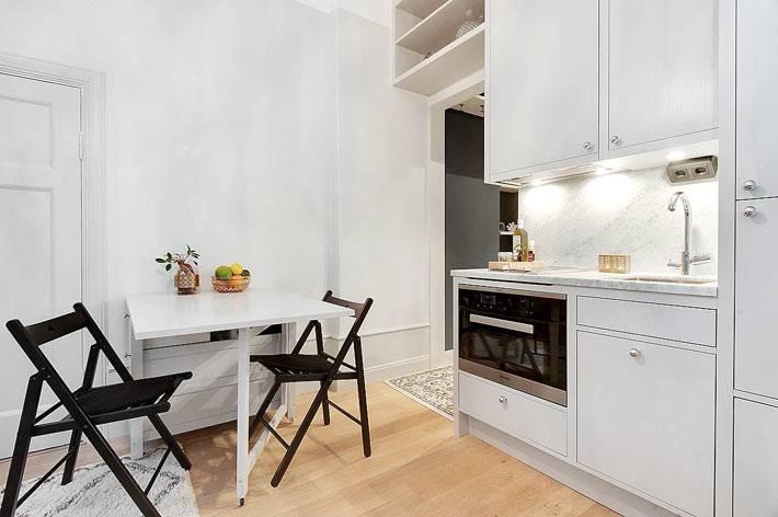 обеденный стол с откидной столешницей на маленькой кухне фото