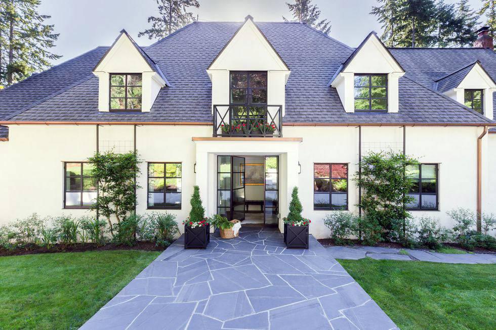 красивый загородный дом в сша с большим двором фото