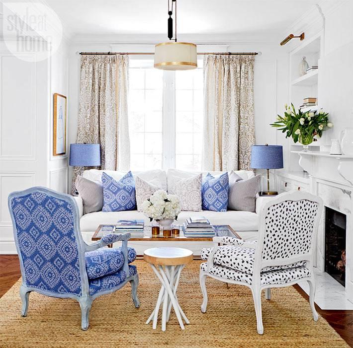 белый и голубой цвета в дизайне интерьера дома в Торонто
