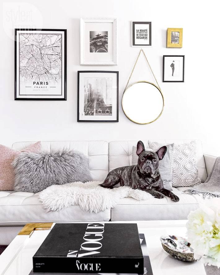 серый кожаный диван в гостиной дома фото