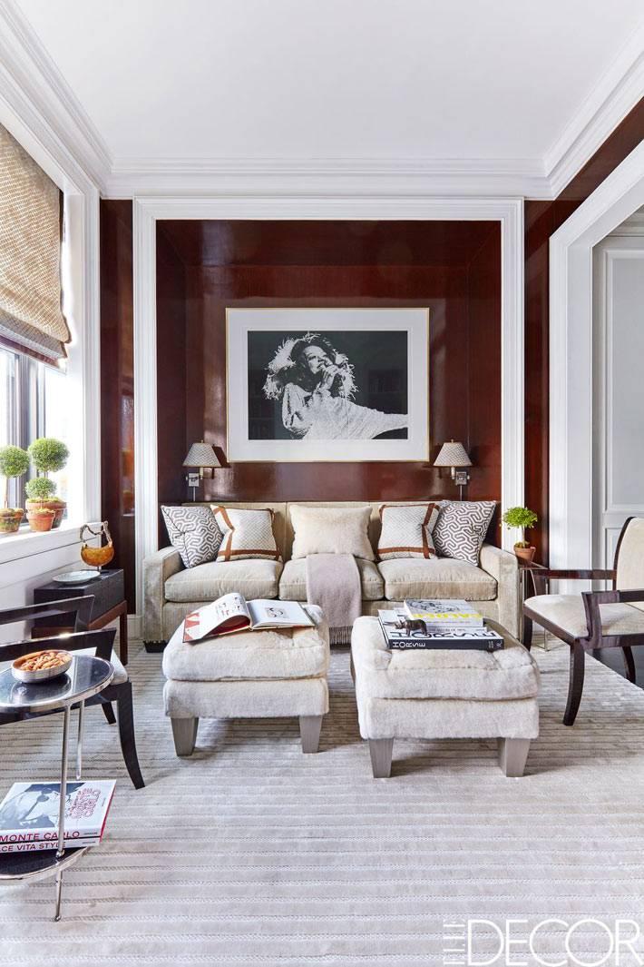 большой портрет Дианы Росс висит в гостиной ее квартиры